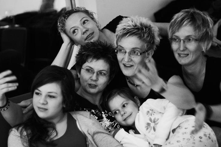 8 kobiet